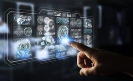 L'uomo d'affari facendo uso degli schermi digitali con i dati 3D degli ologrammi rende Fotografie Stock