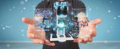 L'uomo d'affari facendo uso del microscopio moderno con l'analisi digitale 3D ren Fotografie Stock