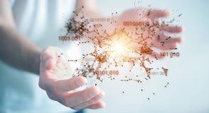 L'uomo d'affari facendo uso della rete digitale 3D del collegamento di codice binario si strappa Fotografie Stock