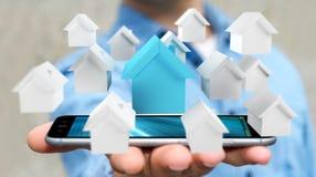 L'uomo d'affari facendo uso di 3D ha reso le piccole case bianche e blu Fotografie Stock