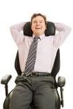 L'uomo d'affari gode della presidenza ergonomica Fotografie Stock Libere da Diritti