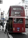 L'uomo d'affari ottiene sul bus fotografie stock libere da diritti