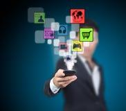 L'uomo d'affari seleziona l'applicazione. Immagine Stock