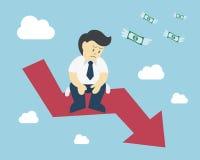 L'uomo d'affari si siede sul crollo del mercato azionario della freccia Fotografia Stock Libera da Diritti