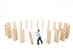 L'uomo d'affari spinge la parete Immagini Stock Libere da Diritti