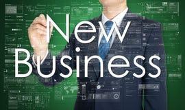 l'uomo d'affari sta scrivendo il nuovo affare sul bordo trasparente Immagine Stock