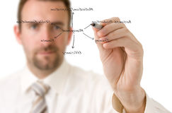 L'uomo d'affari sta scrivendo su un whiteboard virtuale fotografia stock