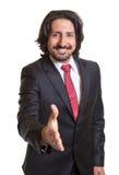 L'uomo d'affari turco che raggiunge la sua mano e dice ciao Fotografia Stock