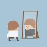 L'uomo d'affari vede il suo riuscito futuro nello specchio illustrazione di stock