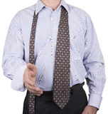 L'uomo in del bottone camicia giù e lega liberamente immagine stock libera da diritti