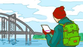 L'uomo del fumetto con una compressa è all'aperto vicino ad un fiume con un ponte nel giorno di molla freddo Fotografie Stock Libere da Diritti