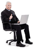 L'uomo di affari maturi mostra i pollici in su Fotografie Stock