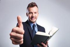 L'uomo di affari raccomanda di leggere Fotografia Stock