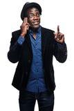 L'uomo di colore con l'espressione felice con il telefono Immagine Stock Libera da Diritti