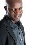 L'uomo di colore felice ha vestito bene sorridere isolato Immagini Stock Libere da Diritti