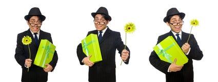 L'uomo divertente con i fiori e la scatola immagine stock