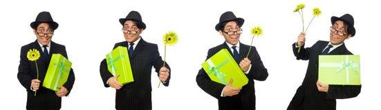 L'uomo divertente con i fiori e la scatola fotografia stock