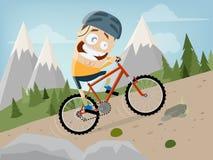 L'uomo divertente del fumetto sta guidando un mountain bike con il fondo del paesaggio Immagini Stock