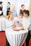 L'uomo e la donna di banchetto di riunione d'affari celebrano Fotografia Stock