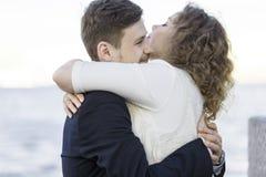 L'uomo e la donna sono riunione felice Immagini Stock Libere da Diritti