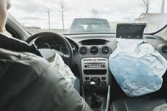 L'uomo era nell'incidente stradale, airbag del colpo Immagini Stock Libere da Diritti