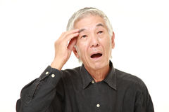 L'uomo giapponese senior ha perso la sua memoria fotografia stock libera da diritti