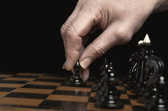 L'uomo gioca gli scacchi Immagine Stock Libera da Diritti