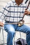 L'uomo gioca un erhu Fotografia Stock
