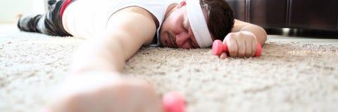 L'uomo ha cominciato a impegnarsi negli sport da luned? immagini stock libere da diritti