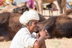 L'uomo indiano ha assistito al cammello annuale Mela di Pushkar Fotografie Stock Libere da Diritti