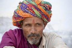 L'uomo indiano ha assistito al cammello Mela di Pushkar L'India fotografia stock