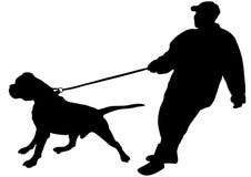 L'uomo mantiene appena il suo grande cane Immagini Stock Libere da Diritti