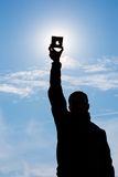 L'uomo mostra l'eclissi del sole Immagini Stock Libere da Diritti
