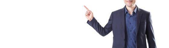 L'uomo nel braccio gesticolante del rivestimento ha alzato il suo dito su Bu fotografia stock libera da diritti