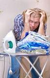 L'uomo non vuole i vestiti rivestenti di ferro Fotografia Stock