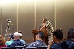 L'uomo parla di legge della marijuana al Campidoglio dello stato Immagini Stock Libere da Diritti