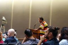 L'uomo parla di legge della marijuana al Campidoglio dello stato Immagine Stock Libera da Diritti