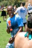 L'uomo partecipa al gruppo Squirt la lotta della pistola Fotografia Stock Libera da Diritti