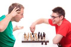 L'uomo perde mentre gioca gli scacchi Fotografie Stock