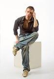 L'uomo premuroso su un cubo Fotografie Stock