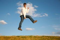 L'uomo salta Fotografie Stock