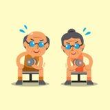 L'uomo senior e la donna del fumetto che fanno la concentrazione della testa di legno arricciano l'esercizio Immagine Stock Libera da Diritti
