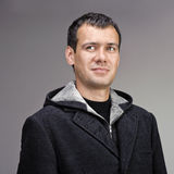 L'uomo si è vestito in cappotto grigio delle lane fotografie stock libere da diritti