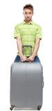 L'uomo solleva i bagagli d'argento fotografie stock