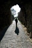 L'uomo solo è uscire del Fortess a Tbilisi, capitale della Georgia Fotografia Stock Libera da Diritti