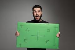 L'uomo sorpreso come uomo d'affari con il pannello verde Fotografia Stock Libera da Diritti