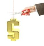 L'uomo taglia un filo con l'attaccatura del simbolo di dollaro dorato Immagine Stock Libera da Diritti