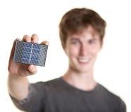 L'uomo tiene il comitato solare Fotografie Stock Libere da Diritti