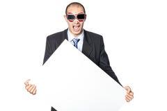 L'uomo tiene il manifesto. Immagini Stock