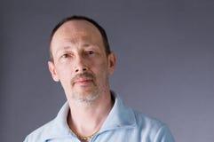 L'uomo in un maglione Fotografie Stock Libere da Diritti